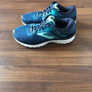 Brooks gts 18 size 8.5